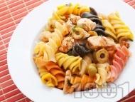 Фузили с пилешко, маслини и домати